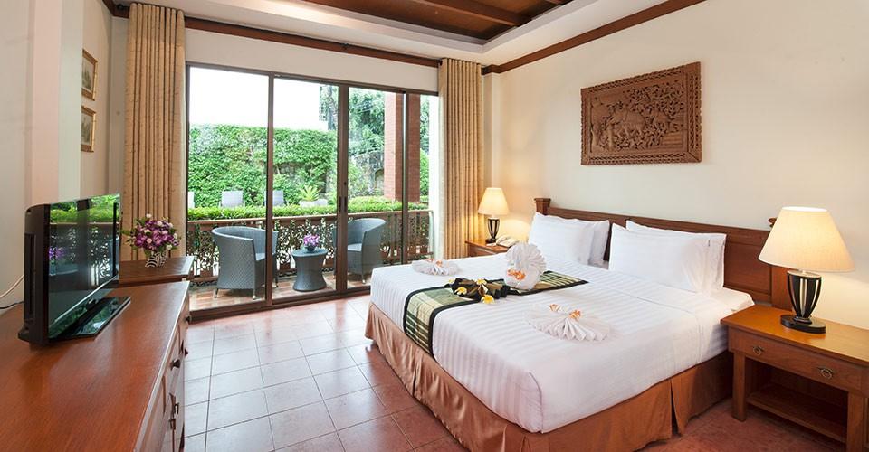 phuket-hotel-deluxe-bedroom-4