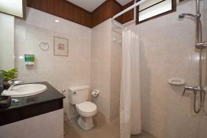 Phuket Hotel Deluxe Bathroom